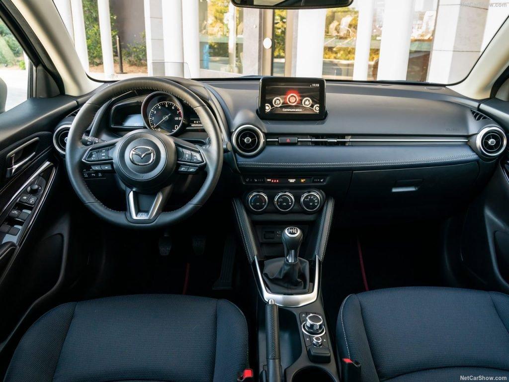 Mazda обнародовала информацию об обновлённой «двушке»