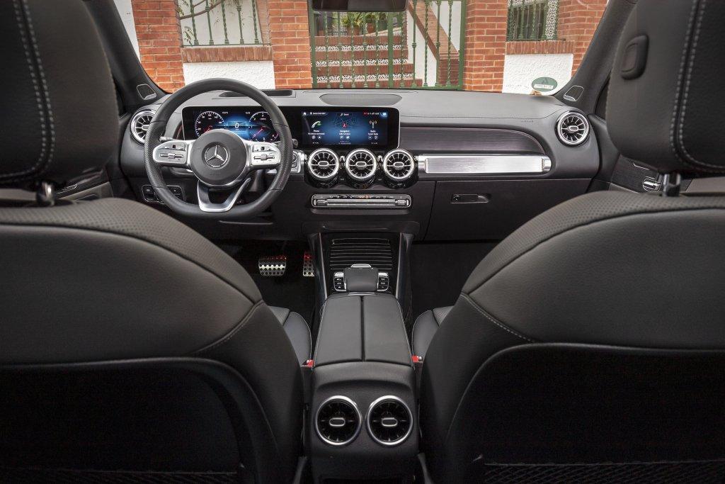 Объявлены российские цены на кроссовер Mercedes GLB