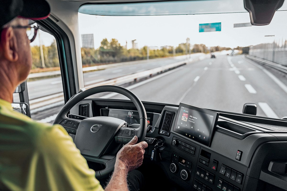 Зачем Volvo уже 10 лет учит российских водителей грузовиков