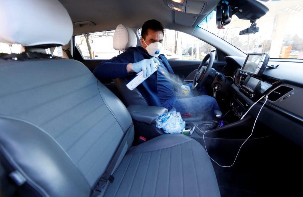 Таксисты не имеют права проверять пропуск у пассажира