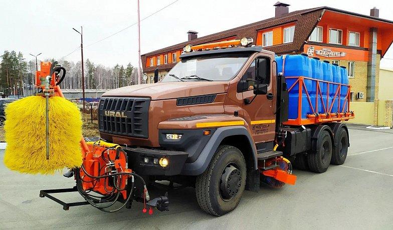 Чистит, моет, дезинфицирует: завод «Урал» создал новый образец спецтехники на дорожном шасси