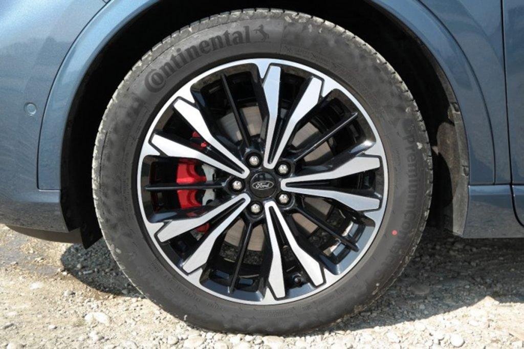 Тест гибридного Ford Kuga PHEV: 225  «лошадей» и расход 1,2 л на 100 км.  Это не шутка?!