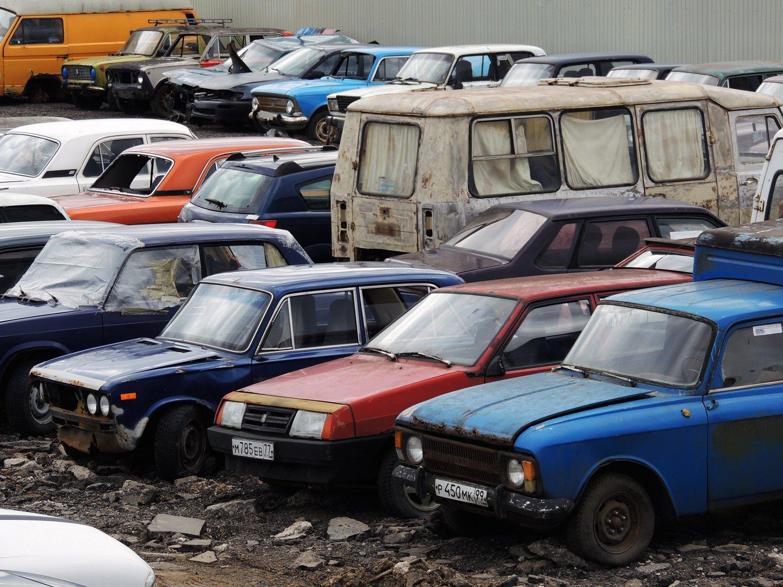 Наказание за брошенный автомобиль предлагают включить в КоАП
