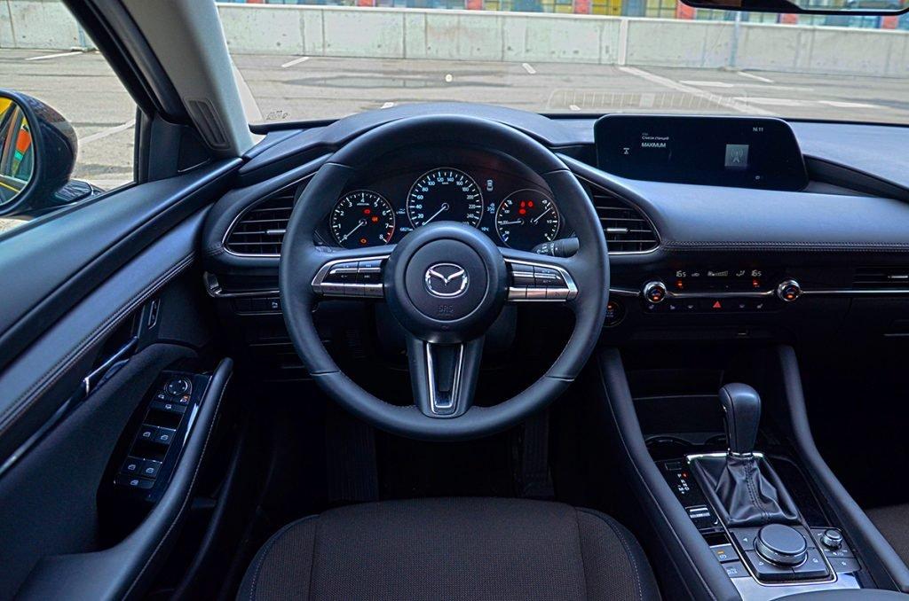 Пересел с хэтчбека Mazda 3 в седан. Делюсь впечатлениями и считаю расходы