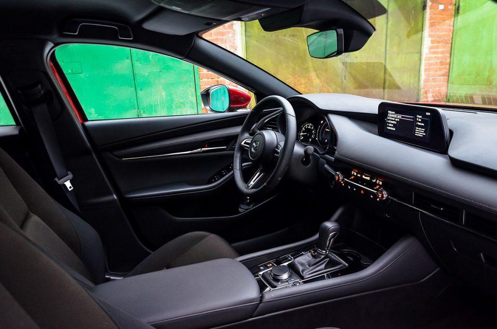 Взял новую Mazda 3 и через месяц вернул. Нет слов — одни эмоции