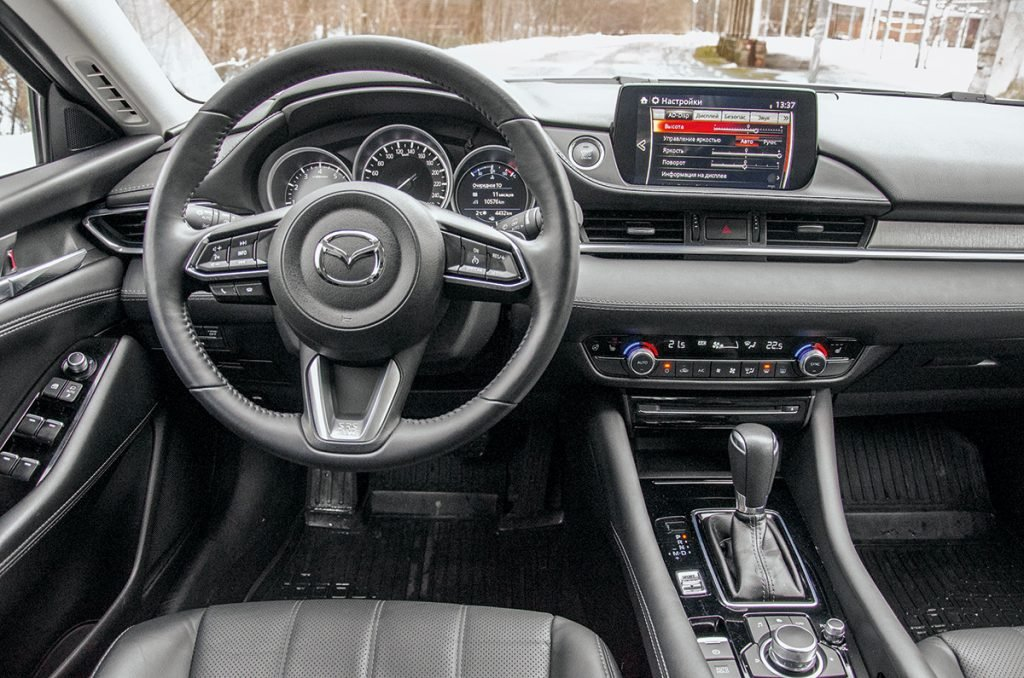 HyundaiSonata против Mazda 6. Почему новый корейский седан круче японского