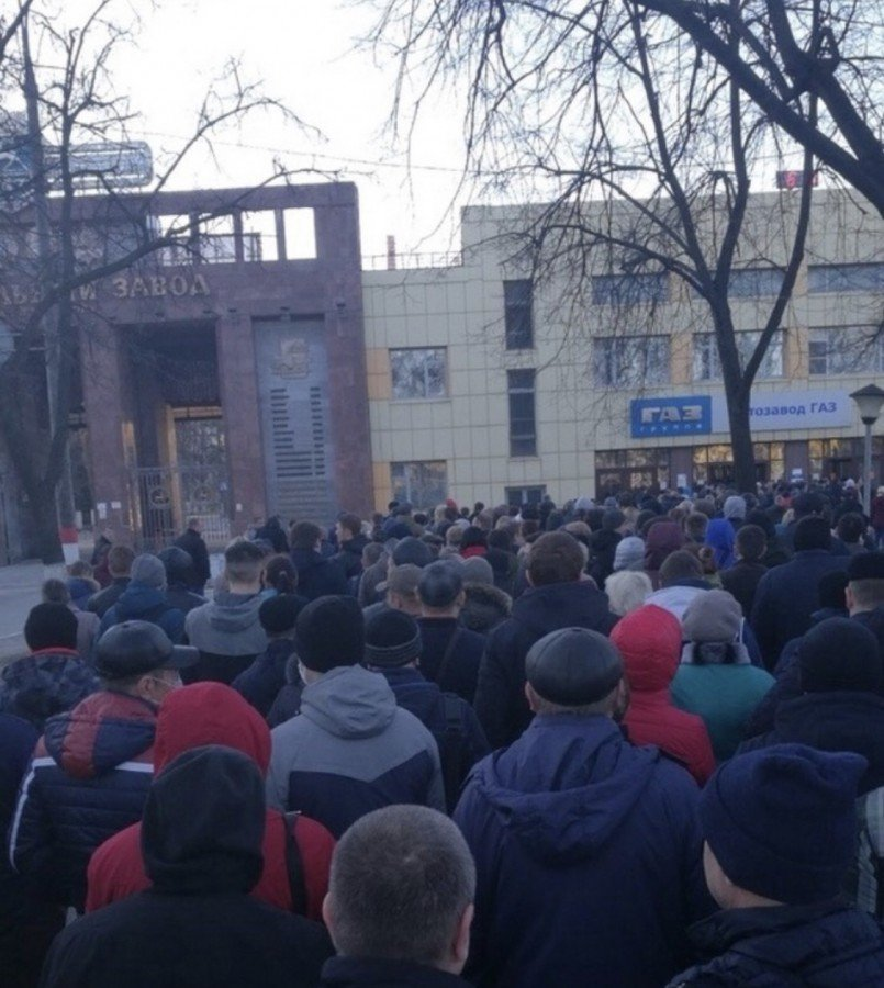 Горьковский автозавод оштрафовали за очередь к проходной