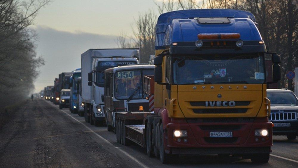 С начала пандемии коронавируса перевозки непродовольственных грузов в стране сократились на 50%