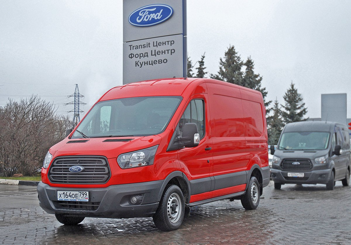 Везет 10 кубов, расход 7 л/ 100 км, для Москвы идеален: фургон Ford Transit, которому не страшен «Грузовой каркас»