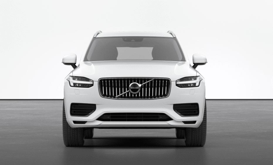 Компания Volvo расширила базовую комплектацию XC90