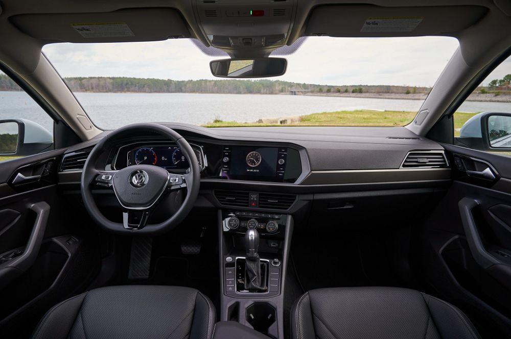 Новый VW Jetta по пути в Россию лишился DSG