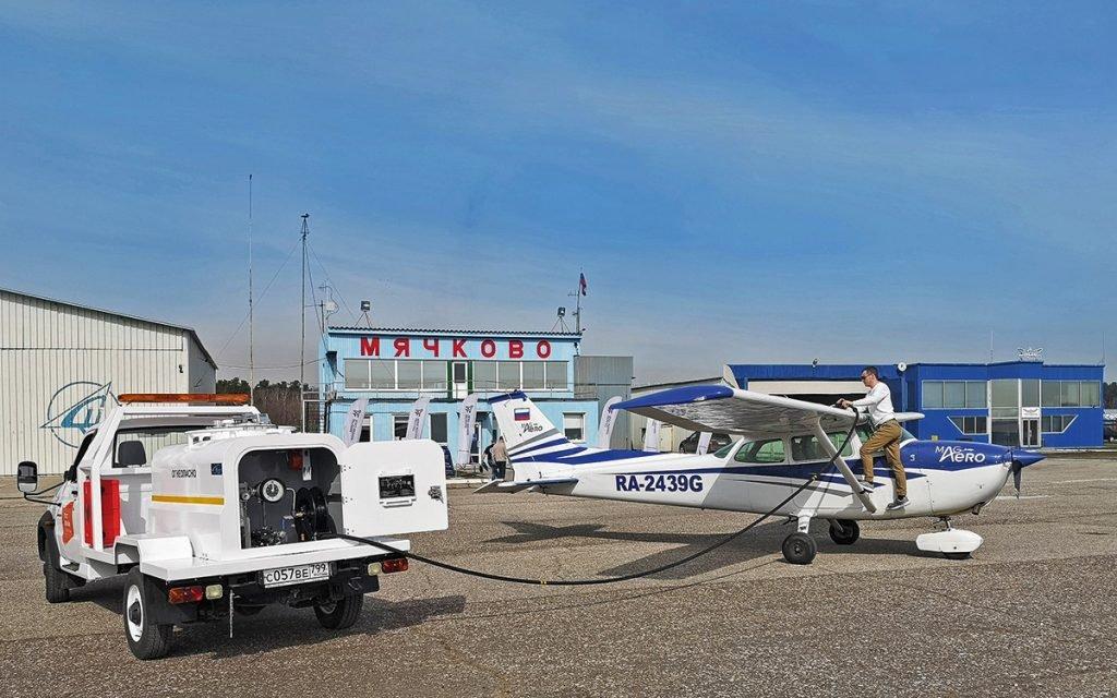 Аэродромные заправщики: зачем нужны внедорожники в столичных аэропортах