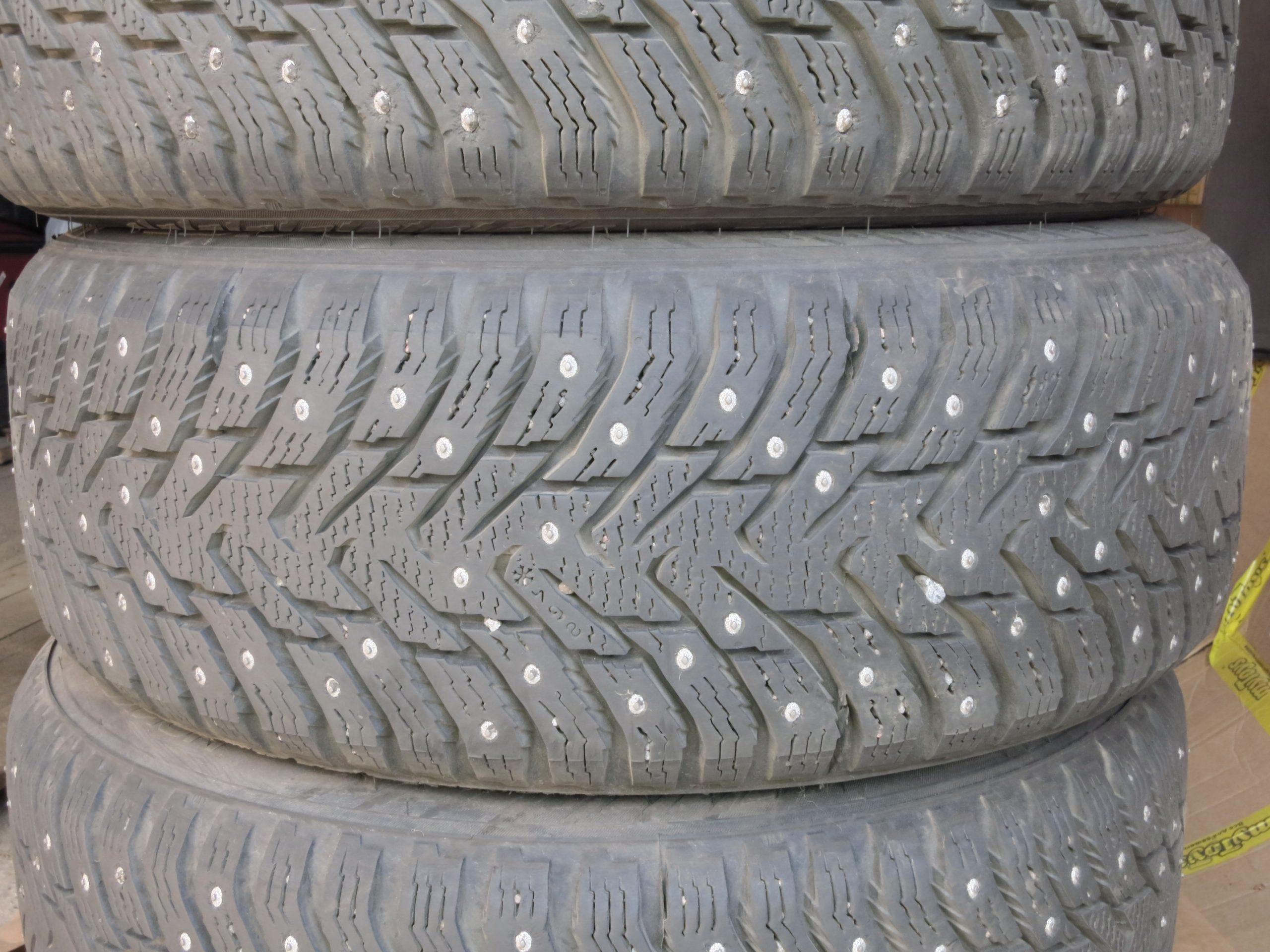 Почему нельзя хранить шины «стопкой». А как можно?