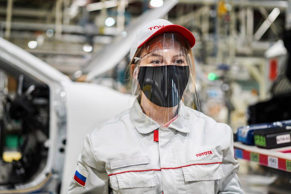 Маски и автомобили: что сейчас выпускает российский завод Тойота
