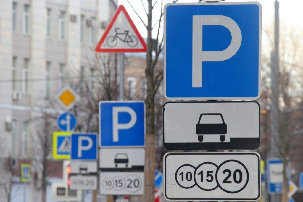 Депутаты предлагают отменить плату за парковку на время эпидемии