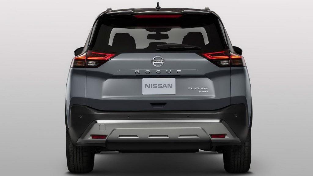 Новый кроссовер Nissan X-trail приедет в Россию через год