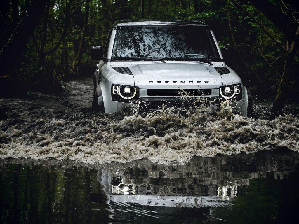Названа цена нового Land Rover Defender для России