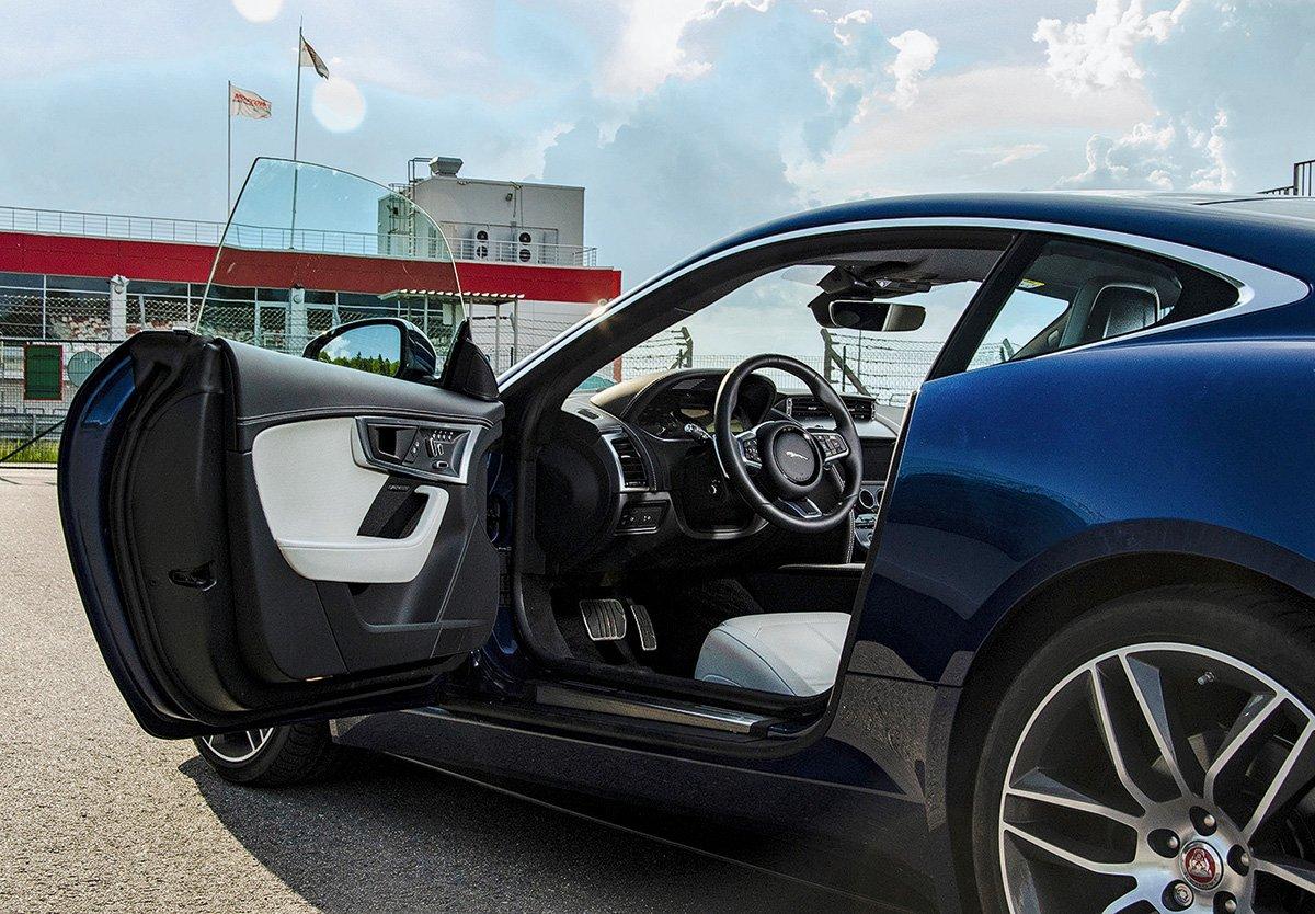 «Дядя, погазуй!». Почему всем нравится обновленный Jaguar F-Type