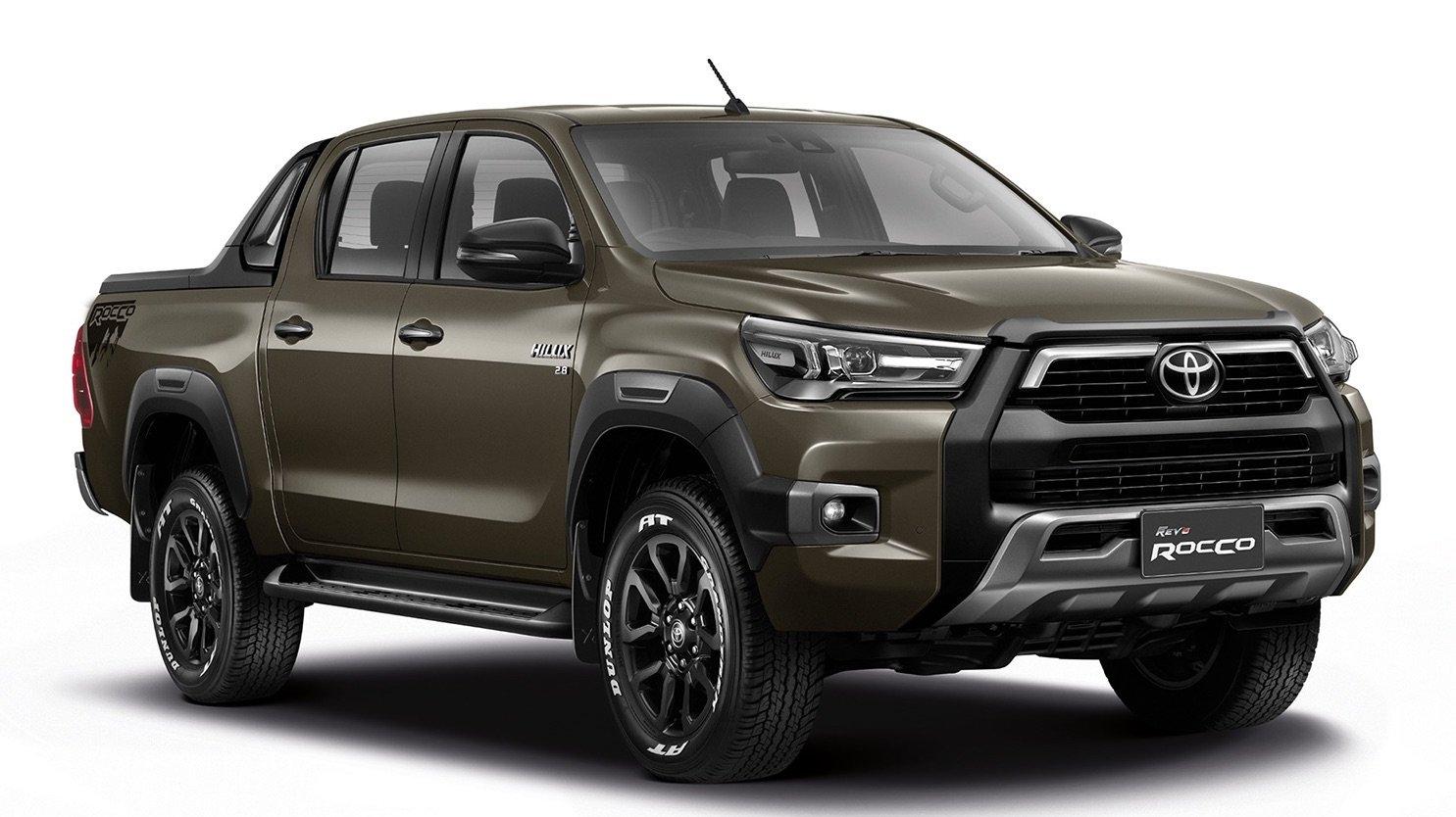 Обновленный пикап Toyota Hilux стал мощнее и экономичнее