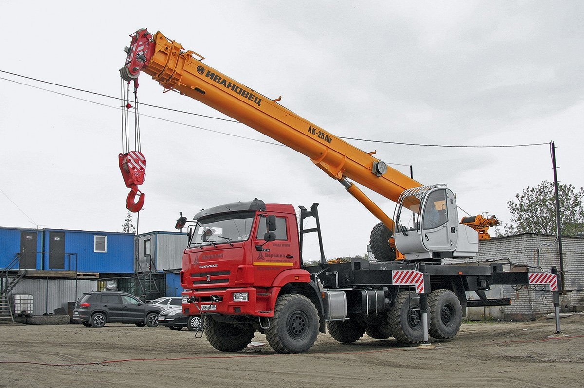 Как автокран-вездеход «Ивановец» показал себя на стройке: мнение крановщиков и главного механика