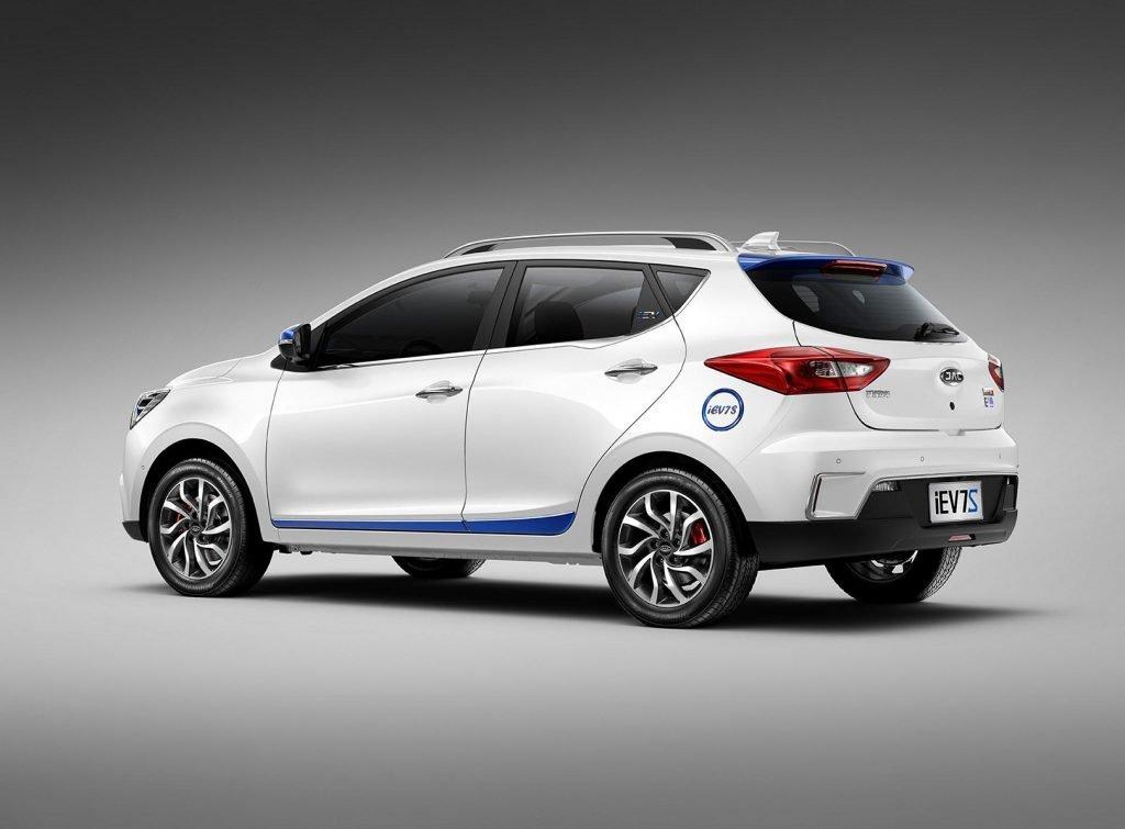 В России можно будет официально купить электромобиль JAC