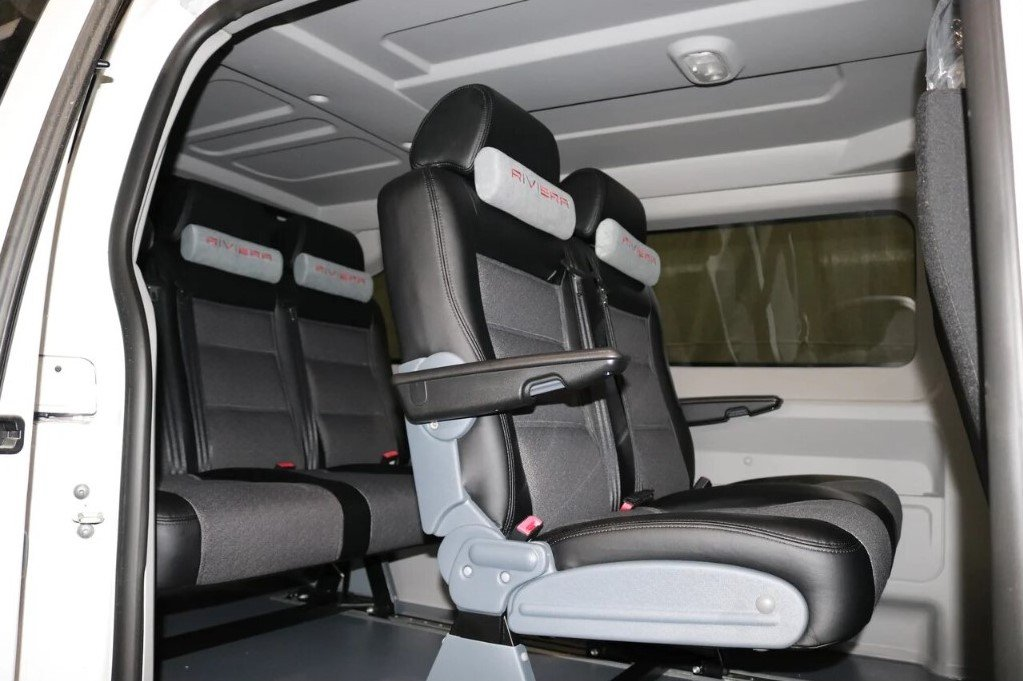 В России Peugeot Expert получил версию с «двуспальной кроватью»