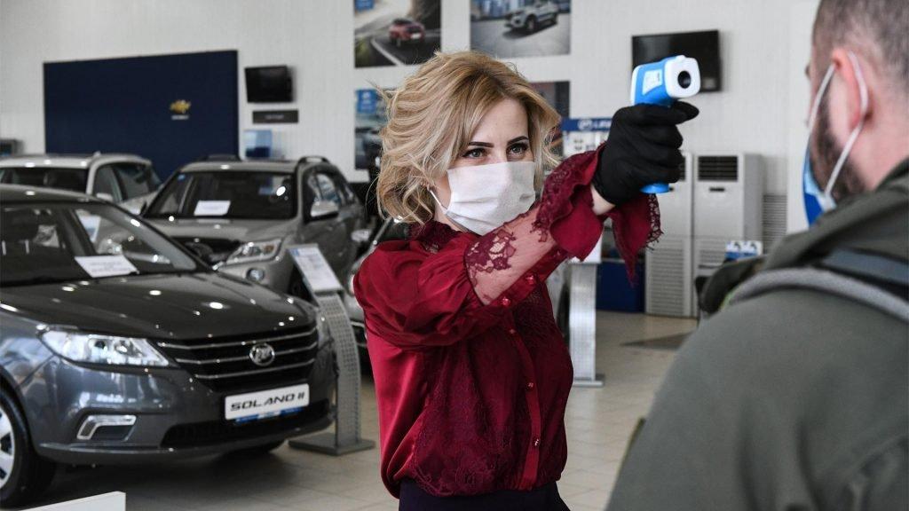 Столичные автосалоны возобновили работу, но ажиотажного спроса никто не ждет