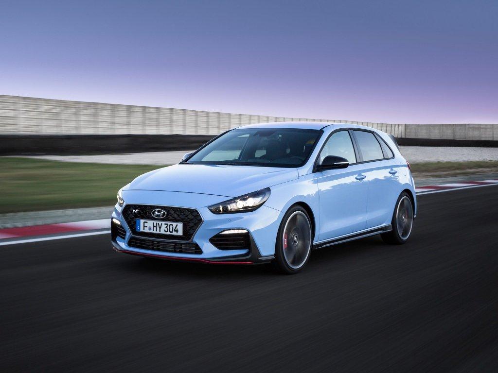 7 новых спортивных машин, которые можно (и нужно) купить с механикой