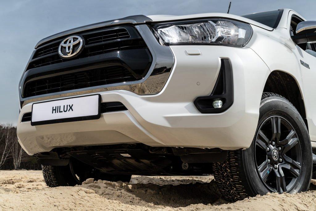 Обновленный пикап Toyota Hilux приедет в Россию с мощным дизелем и новым ценником