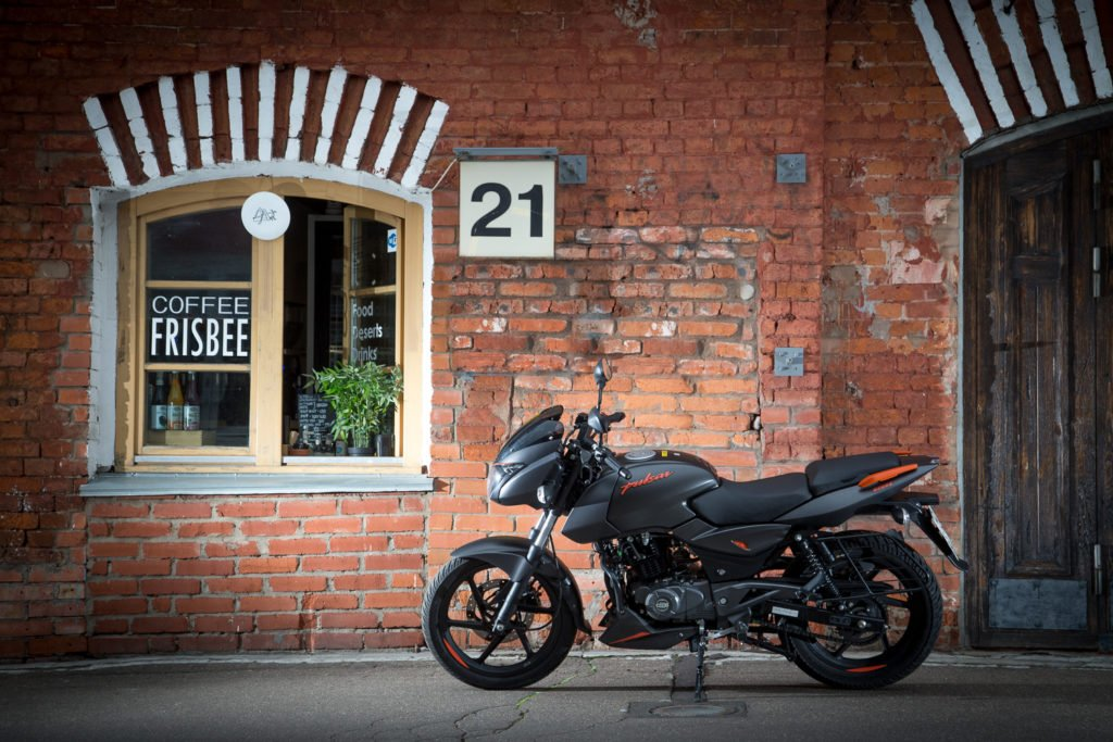 Bajaj Pulsar 180: индийский мотоцикл с русским характером