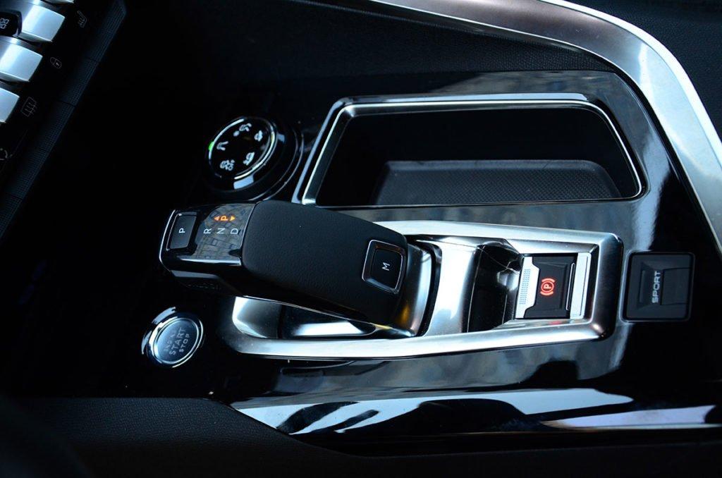 Peugeot 5008 против Skoda Kodiaq. Почему французский кроссовер круче, но брать будут «Кодьяк»