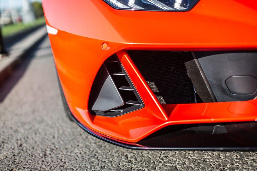 Lamborghini Huracan Evo: зачем ездить по городу на суперкаре