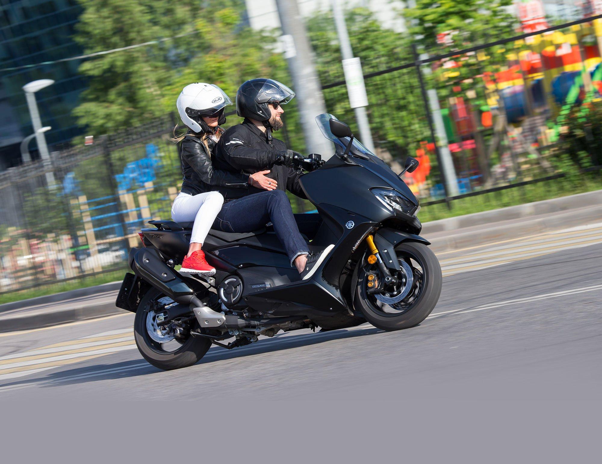 Тест Yamaha TMax DX: скутер на максималках за миллион рублей
