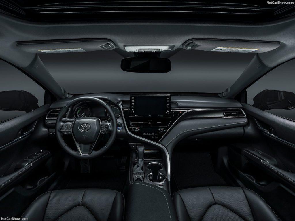 Toyota показала обновленный седан Camry с продвинутой системой безопасности