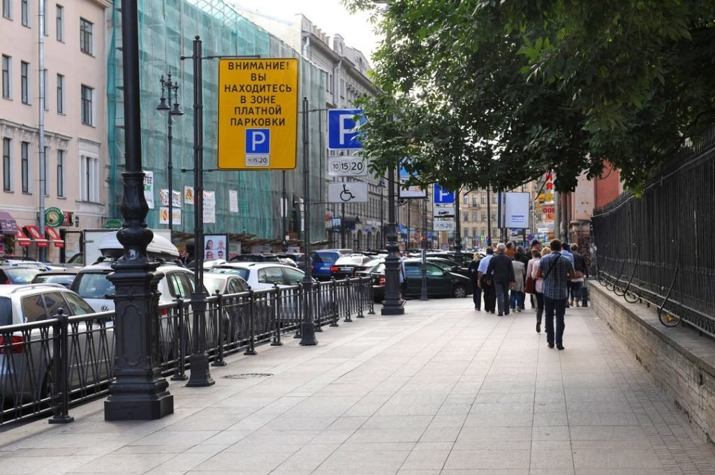 Оплату парковок в Москве и Санкт-Петербурге хотят объединить в одну систему