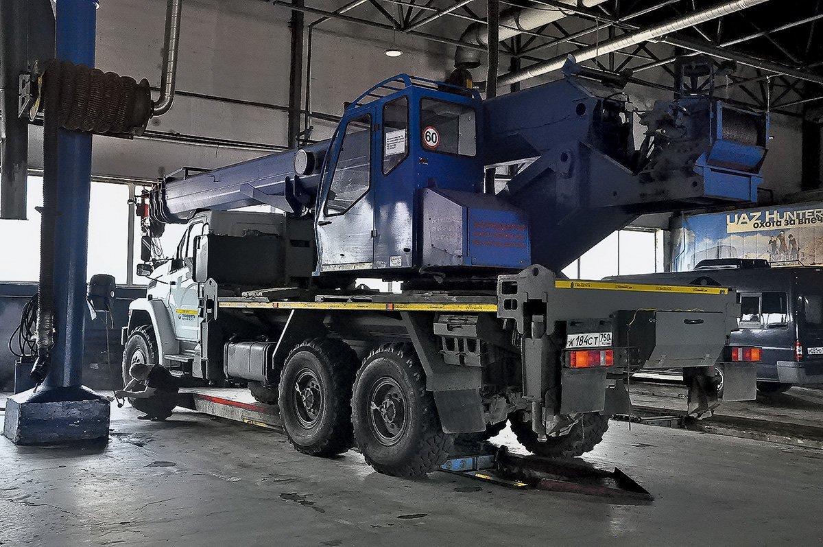 Как работает грузовой автосервис возле трассы М2 «Крым»