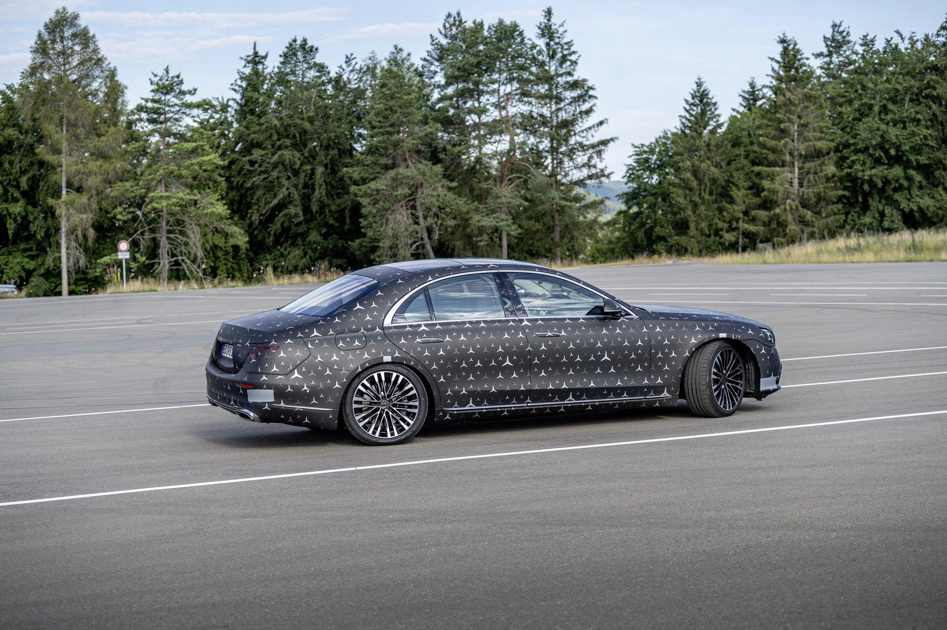 Новый Mercedes S-класса будет разгоняться быстрее суперкаров