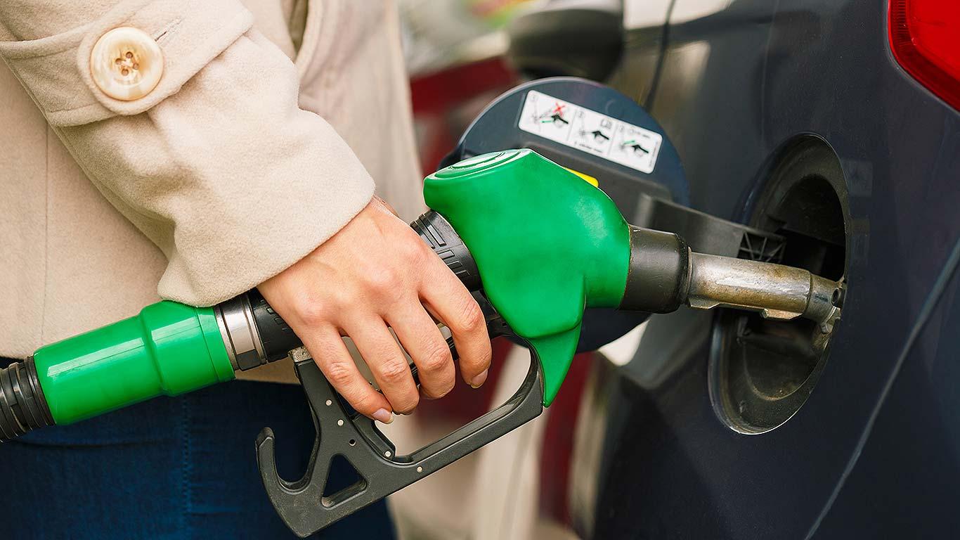 Эксперты составили рейтинг регионов России по доступности бензина для населения