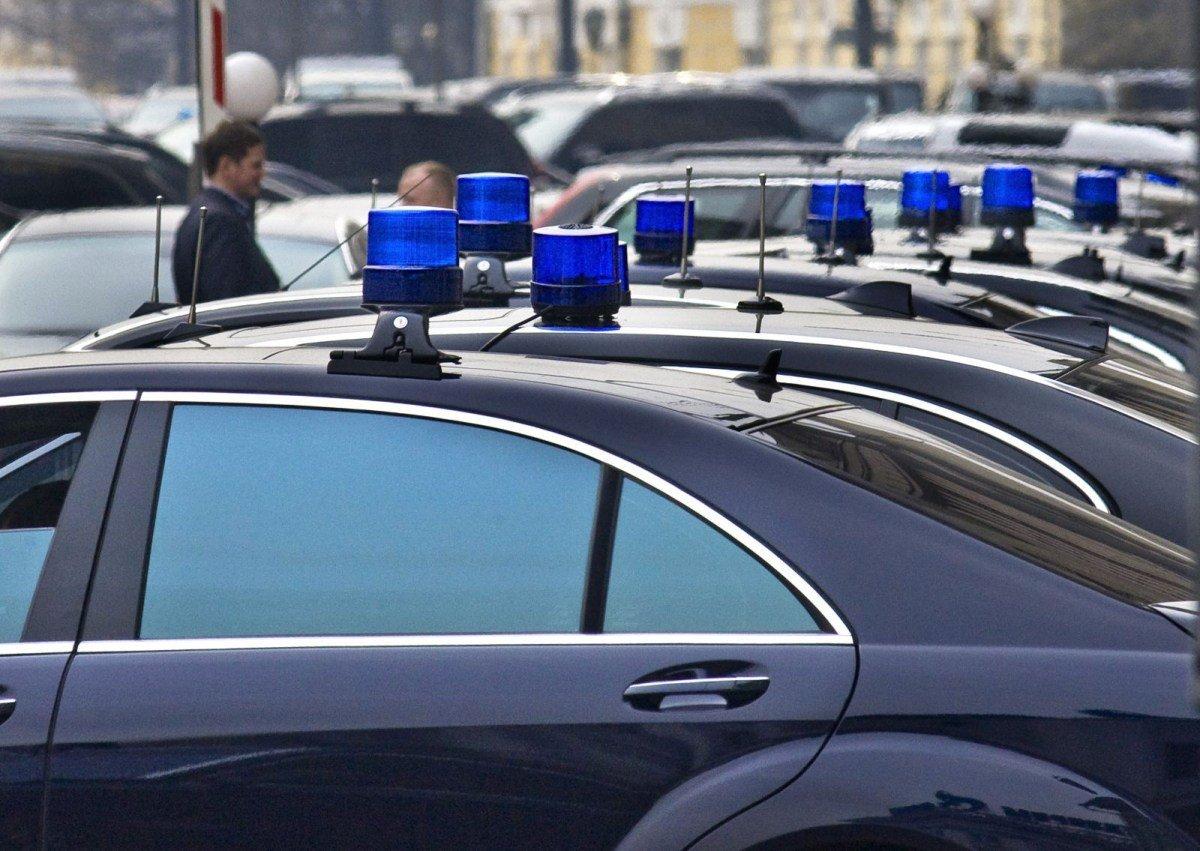 В Госдуме предложили отменить штрафы для машин с «мигалками»