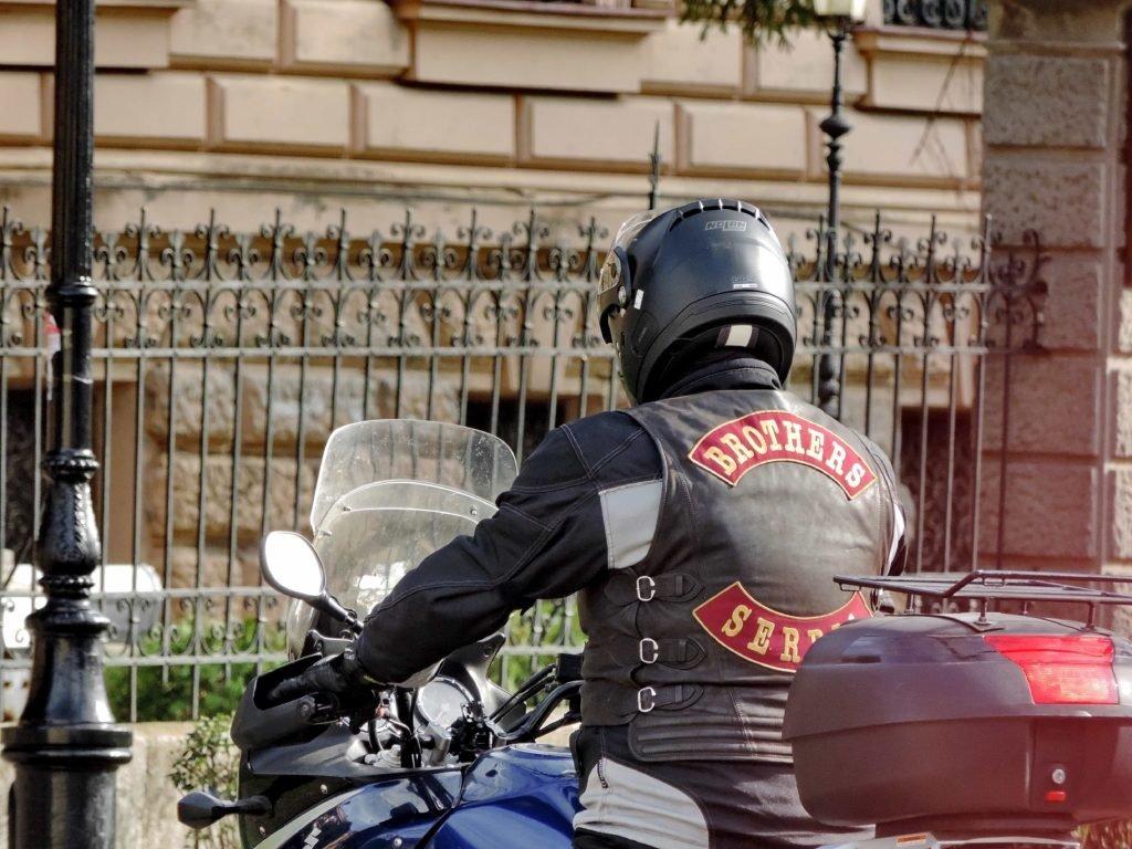 Мотоциклистам запретили ездить в районе Патриарших прудов