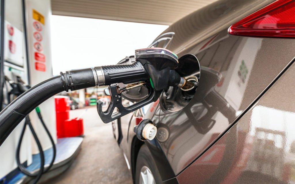 Зачем заливать в бак 100-й бензин и когда этого делать не нужно
