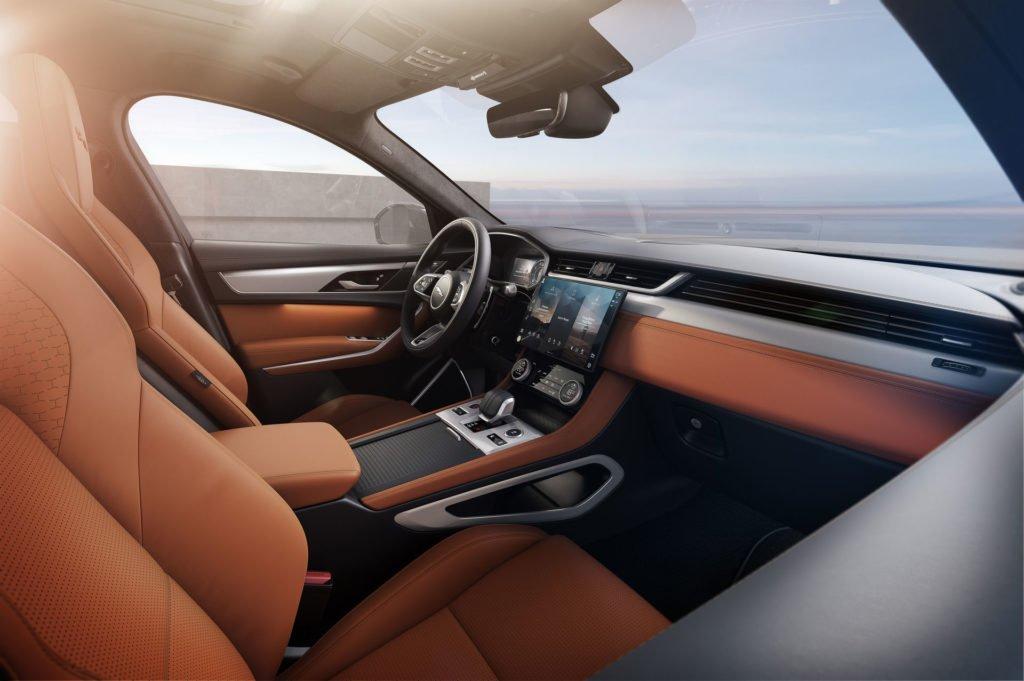 Jaguar довел дизайн обновленного кроссовера F-Pace до совершенства (видео)