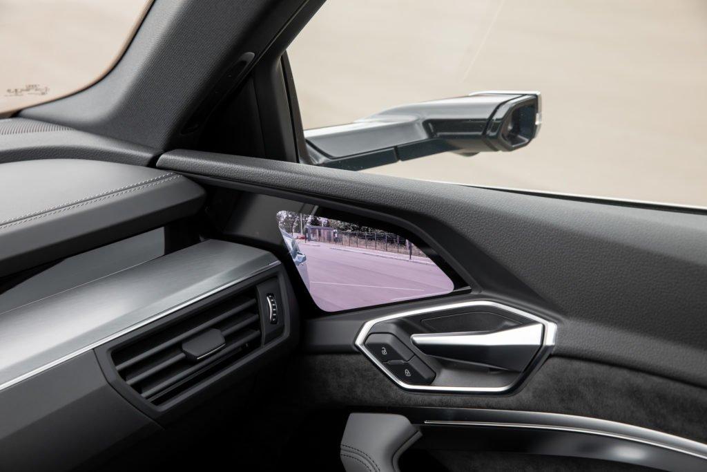 На что способен Audi e-tron. Проехали на немецкой «электричке» по нашим дорогам – делаем выводы