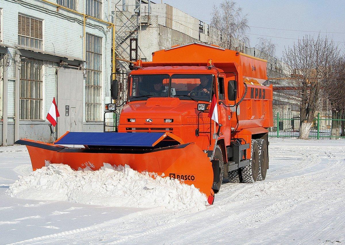 Оранжевые «комбинашки»: без каких машин не могут обойтись российские коммунальщики