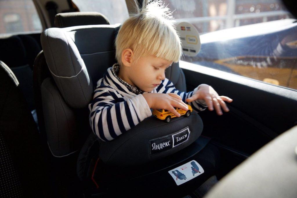 Таксистов хотят обязать иметь детские кресла
