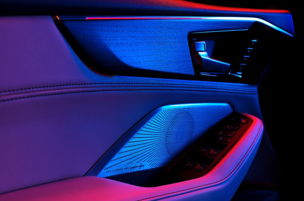 Acura рассекретила салон кроссовера MDX