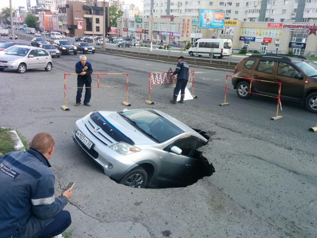 Водителям хотят упростить возмещение вреда из-за плохих дорог