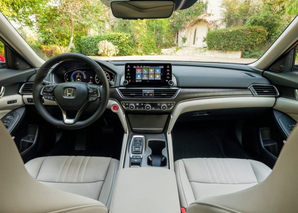 Honda представила среднеразмерный седан Accord