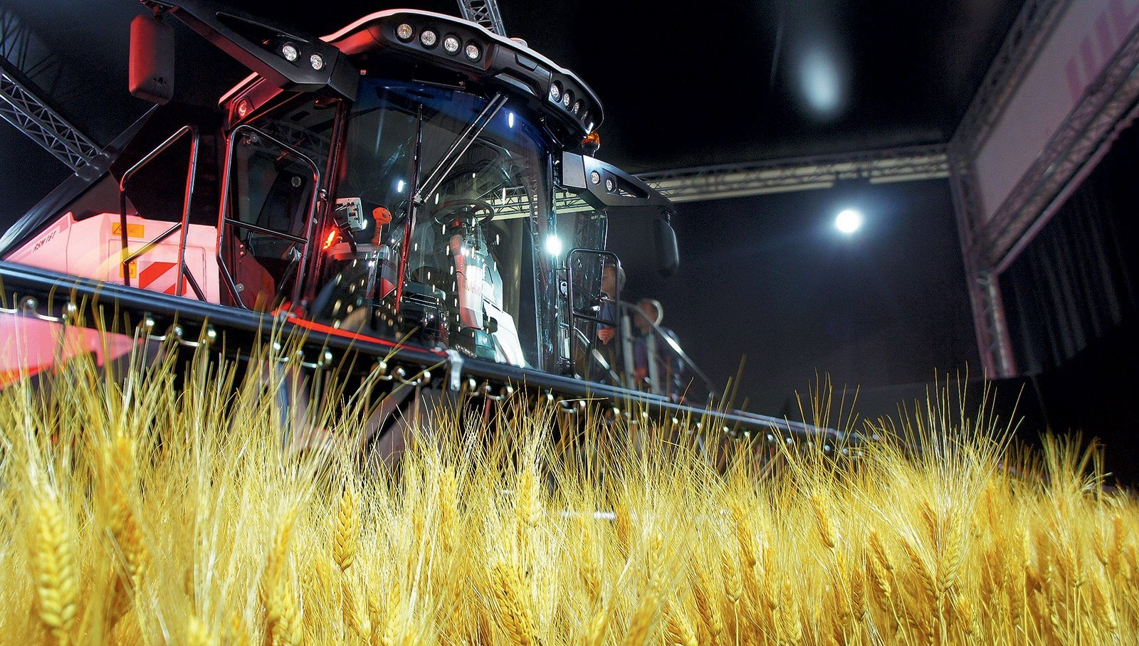 «Потери урожая снижаются вдвое»:  как комбайны с автопилотом захватывают российские поля