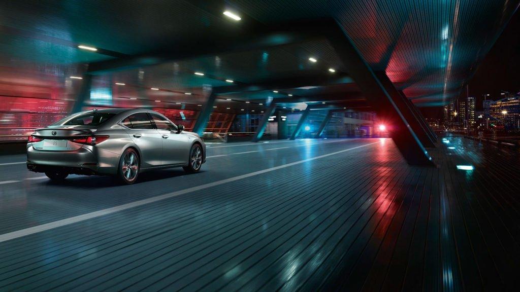 В России начались продажи новой версии Lexus ES 250